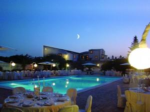 Cerimonia in piscina di sera